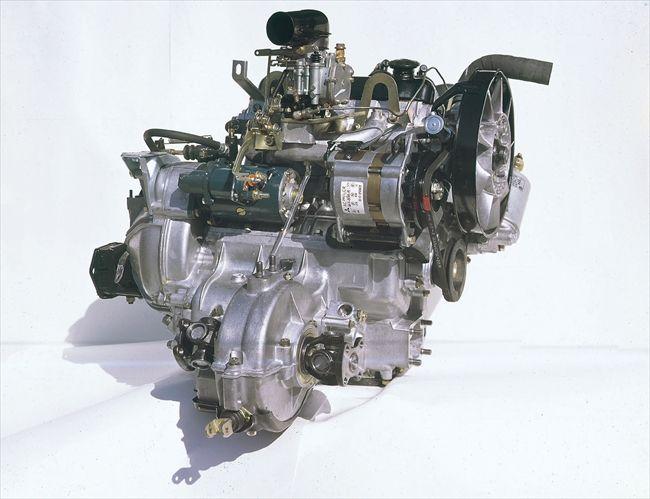 いまはスポーツカーメーカーとしても定評のあるマツダだが、乗用車の原点は軽自動車だった。まだ東洋工業という社名だった1962年に発売されたキャロルは当時世界最小といわれた水冷直列4気筒エンジンを搭載。