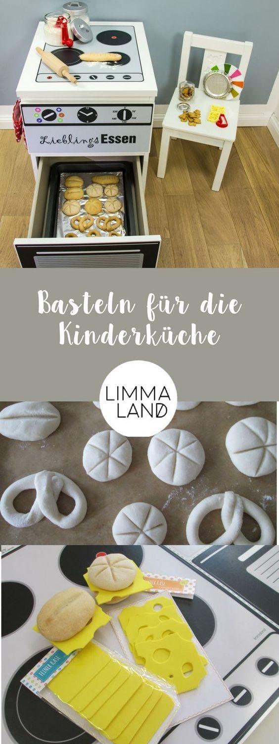 Salzteig für die Kinderküche - damit lassen sich Brot, Brötchen und Brezeln ganz einfach basteln und sind ein tolles Kinderküche Zubehör für Kinder. #spielküche #kinderküche #diy