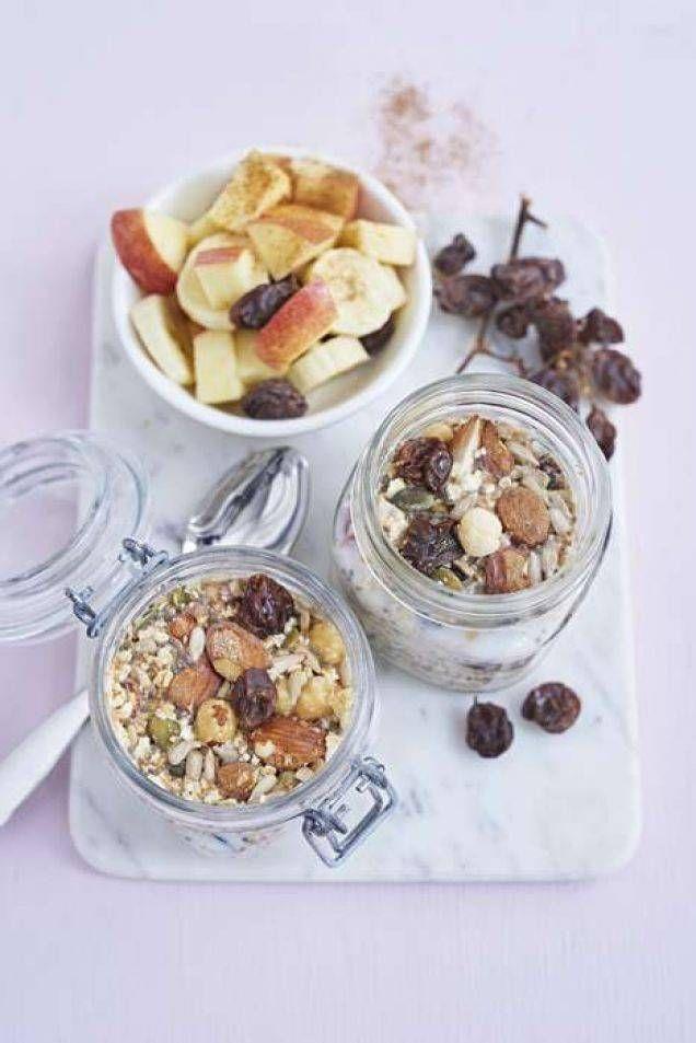 En hälsosam och läcker gröt som du slipper koka. Du ställer den bara i kylskåpet över natten. På morgonen kan du njuta av din färdiga frukost. Perfekt för alla morgontrötta.
