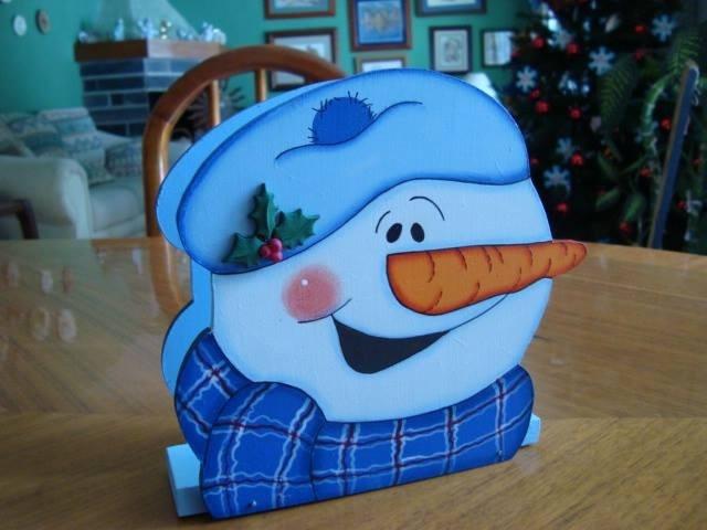 Servilletero muñeco de nieve, ideal para cenas familiares. Si te interesa este producto envíanos un correo a pedidos@patart.com.mx