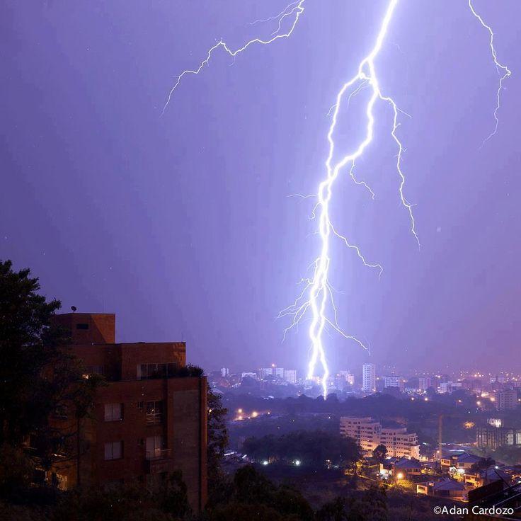 tormenta eléctrica sobre pereira (  by adan cardozo)