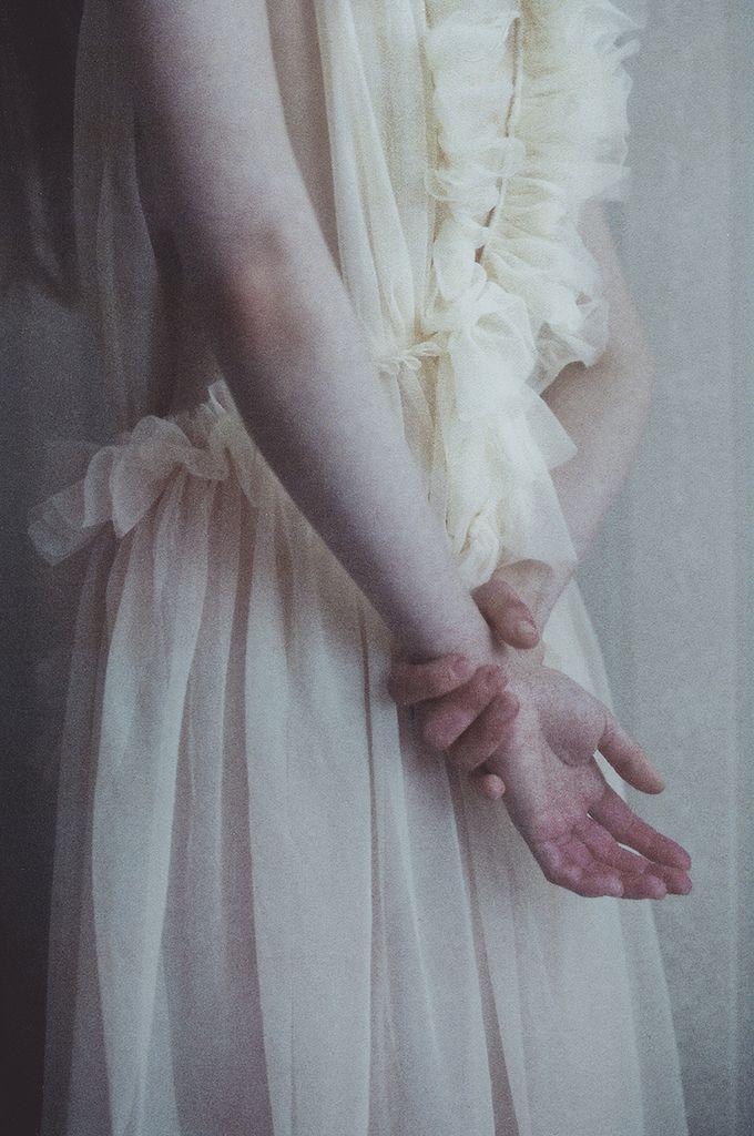 by Laura Makabresku