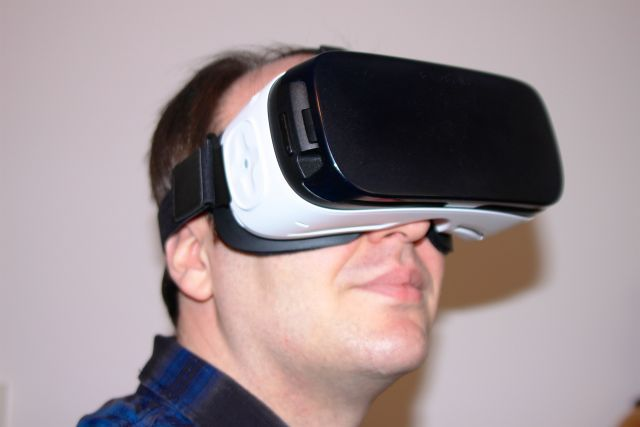 $100 headset turns compatible phones into convincing portals to another world.