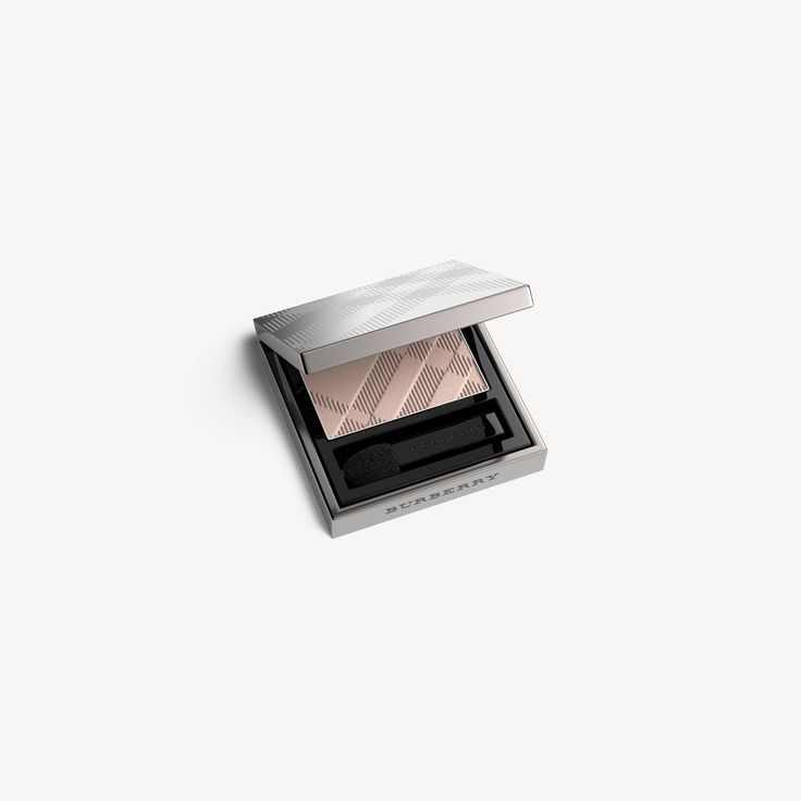 Introducing Eye Colour Wet & Dry Silk Shadow, an ultra-blendable, silky smooth powder eye shadow that offers high colour intensity. The super-soft, weightless formula gives intense colour pay-off and a silky smooth finish.