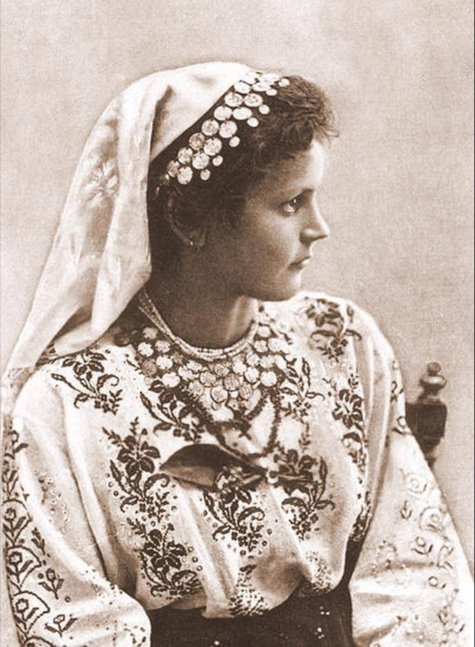 Romanian young woman in traditional attire