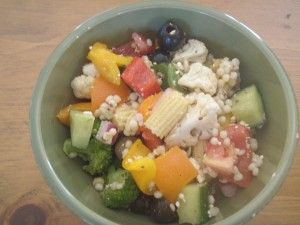 Greek Salad with Israeli Couscous - delicious alone or with grilled chicken or grilled shrimp!: Israeli Couscous, Fit Food, Skinny Mom, Skinny Recipe, Skinny Tips, Fit Recipe, Delicious Recipe, Get Skinny, Greek Salad