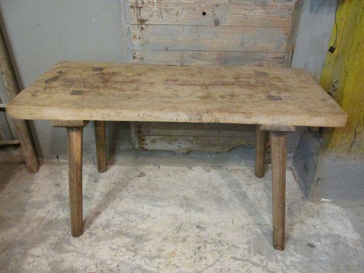 Antieke brocante tafel met dik houten blad