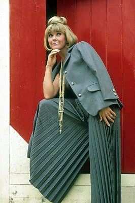 """Check out those accordian pants! Promo for """"The Doris Day Show""""."""