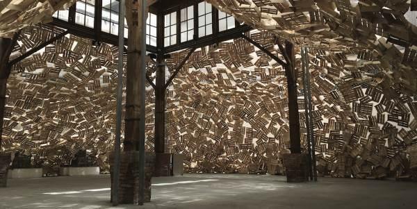 Tadashi Kawamata: l'artista che ricicla il legno per creare installazioni straordinarie