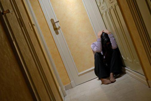 """O Instituto Avon e o Festival do Minuto estão promovendo um concurso de curtas-metragens com o tema """"Em briga de marido e mulher se mete a colher"""". A ideia é convidar as pessoas a produzirem filmes de um minuto sobre a violência doméstica."""