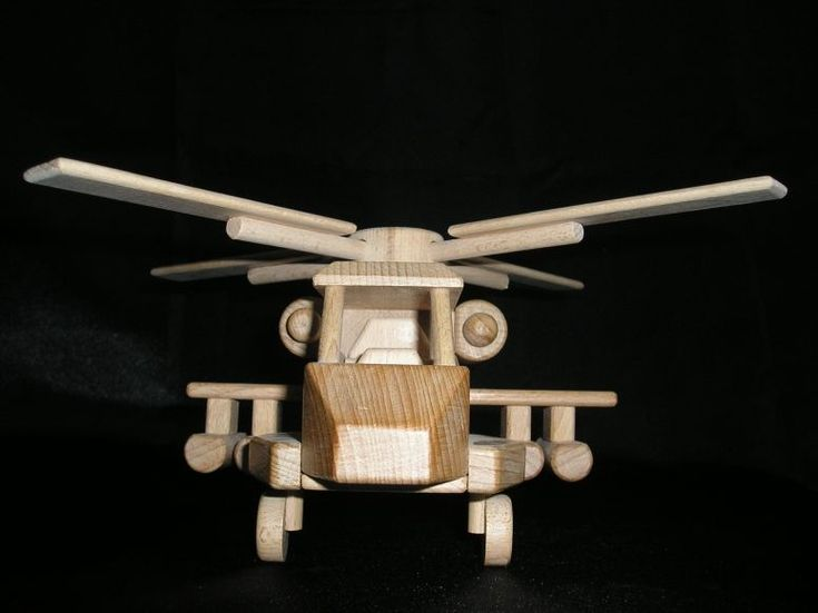 Americký bojový vrtulník Apache. Dřevěná pohyblivá hračka české výroby. skladem k dodání www.soly.cz