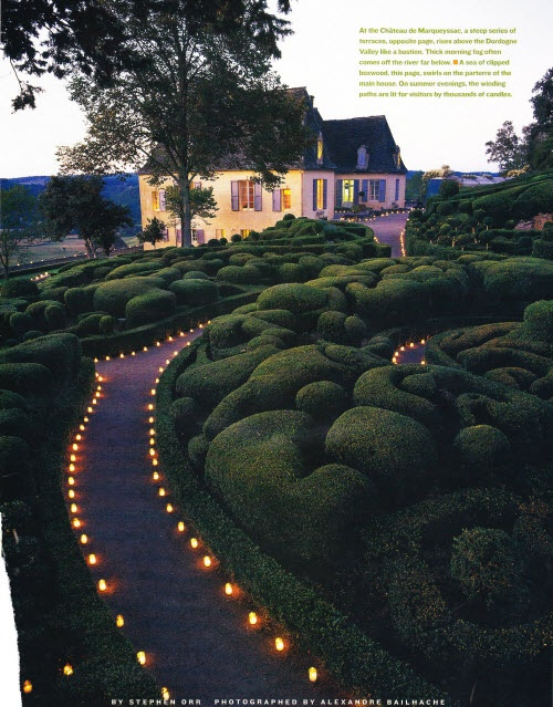 Chateau de Marqueyssac.: Of Marqueyssac, Dreams Home, House, Chateau De, Gardens Design, Green Curves, Amazing Gardens, Beautiful Walkways, Fairies Tales