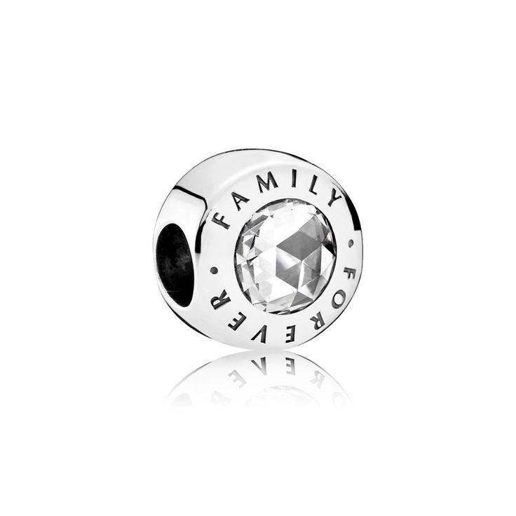 Avec ses deux pierres taille ancienne et son message symbolique, ce charm en Argent 925/1000e aux lignes pures mêle élégance moderne et détails classiques.