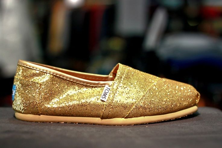 I love my sexy gold glitter toms from Trucker!