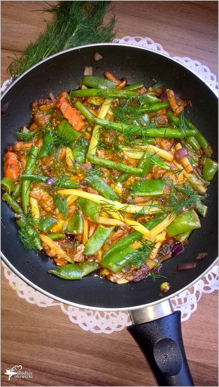 Lekkie danie. Fasolka z kurkami w lekkim paprykowym sosie