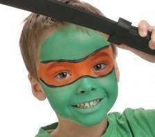 """Pour réaliser ce maquillage """"Tortue-Ninja"""", il vous faudra :     Eponge     Pinceau rond     Fards de maquillage sans paraben : Noir, Rouge Vif Ce maquillage simple peut aussi être réalisé avec la palette 4 couleurs GRIM'TOUT Indien, ou par la palettes 9 couleurs GRIM'TOUT Héros."""