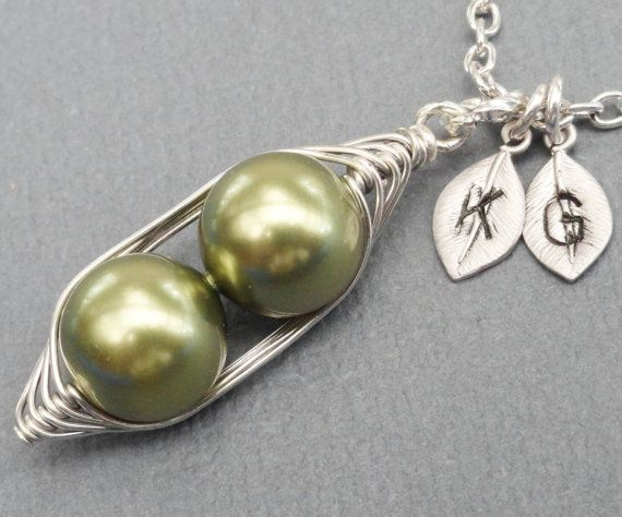 Peas In A Pod Necklace 2  3 Or 4 Peas Pick by ThePeasInAPodShop, $18.50Pods Necklaces, Gift Ideas, Child Initials, Colors Pearls, Lampworking Jewelry, Fashion Jewelry, Style Jewelry, Peas Pick, Kikiburrabead