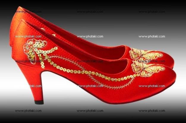 http://www.photaki.com/picture-chinese-embroidered-wedding-shoes_1095543.htm