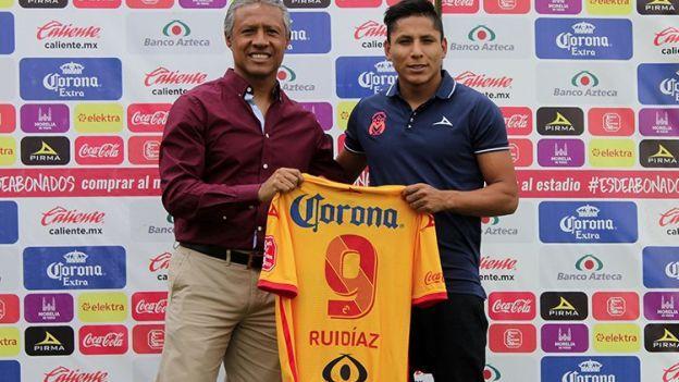 Raúl Ruidíaz hizo su debut en el Morelia en partido amistoso contra Chivas.