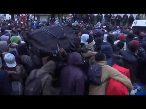 NEWS - Paris police evicting Thousands refugees from Stalingrad camp, Pa...