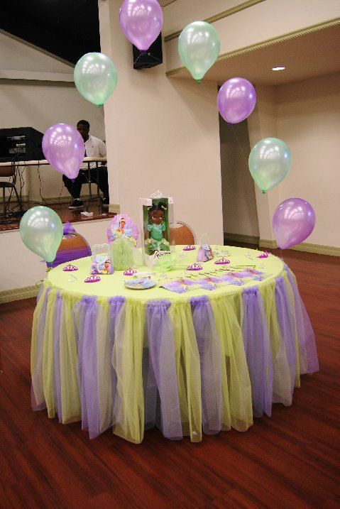 Table Tutu and balloon arch ... you could really use this idea with various colors. Darlin'