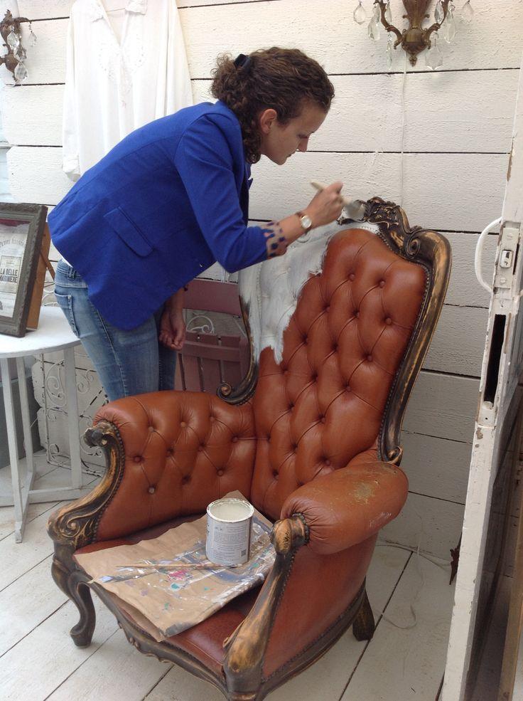 1. Leren stoel, verven. DE OUDE BANK