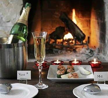Sorprende a tu #amor con una #cena romántica. Te dejamos ideas para que prepares todo, puede ser una cena en casa o en una terraza.