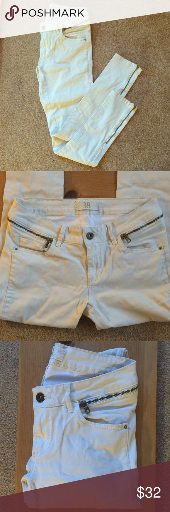 Zara sleek white skinny jeans with zipper details Nice sleek stretch denim from Zara. These guys have been well loved but are still in good shape. Zara Jeans Skinny
