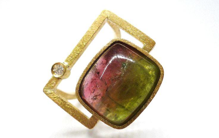 Bicolor turmaline ring in yellow gold and diamond