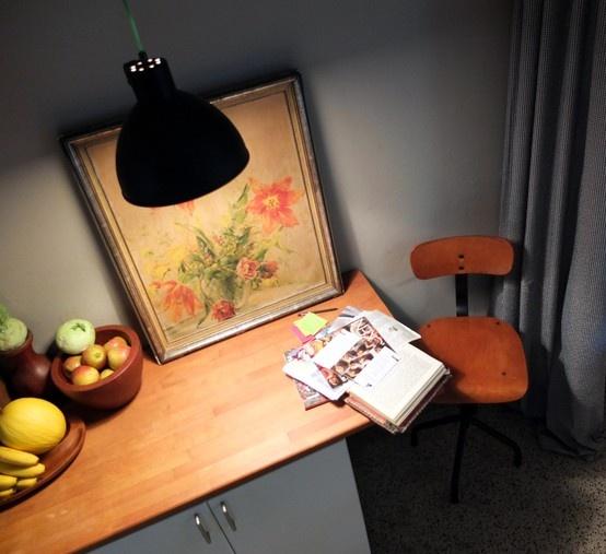 Küchenplatz #Drehstuhl #Industrielampe #Textilkabel #Gemälde #