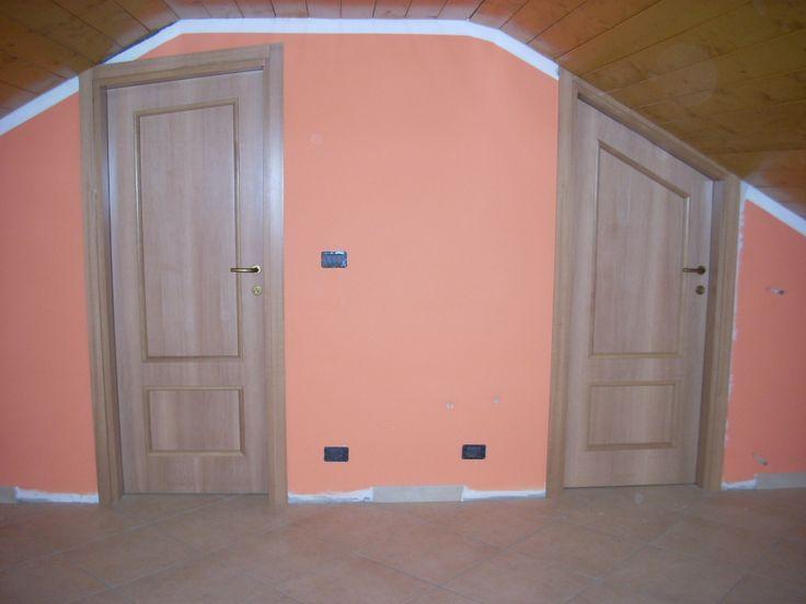 Porte interne per mansarda, Tanganica chiaro, inclinazione decisa dal cliente