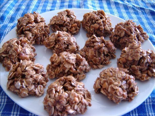 no bake oatmeal choco-pb cookies. yum.
