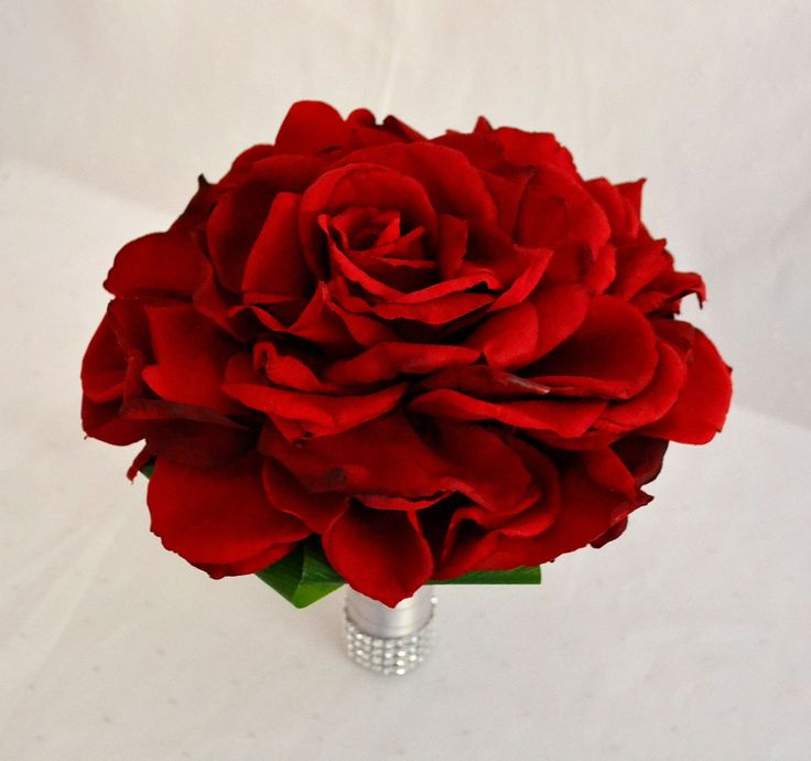 This 24 cm wide composite bouquet is definately a head turner! With hundreds of petals wired and formed to create the illusion of 1 enormous bloom, this style can be constructed using many flower varieties but always looks incredible with roses. #silkrose #compositebouquet #fantasyrose #justfakeitbouquets