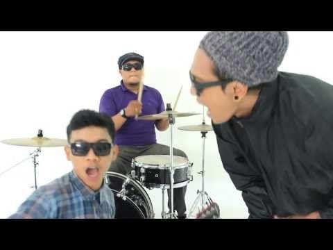 BRAVESBOY - CINTA ITU ASU (OFFICIAL VIDEO) - YouTube  Iya asu banget #bangkit