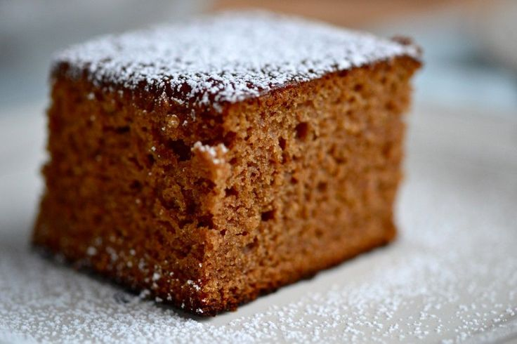 Gingerbread with powdered sugar