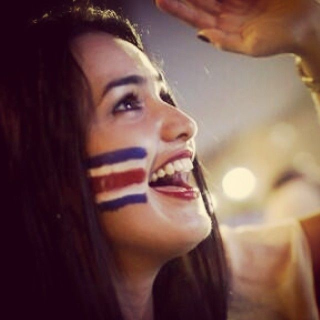 Eyes on the tv Goooooooooooal #costarica over #Italy #worldcup2014 #worldcup #fifaworldcup2014 #soccer #lipstick #lipgloss #girl #restaurant...