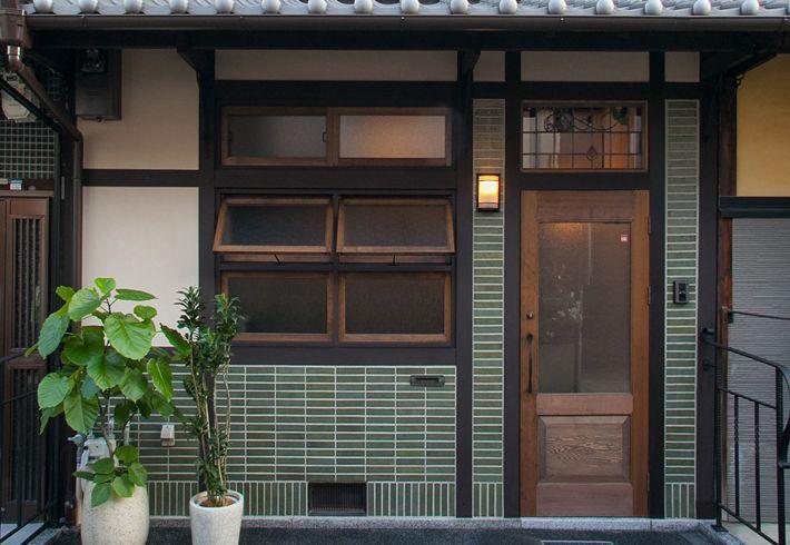 子供部屋と寝室をつなぐ渡り廊下の手摺は オリジナルの鉄骨 住宅