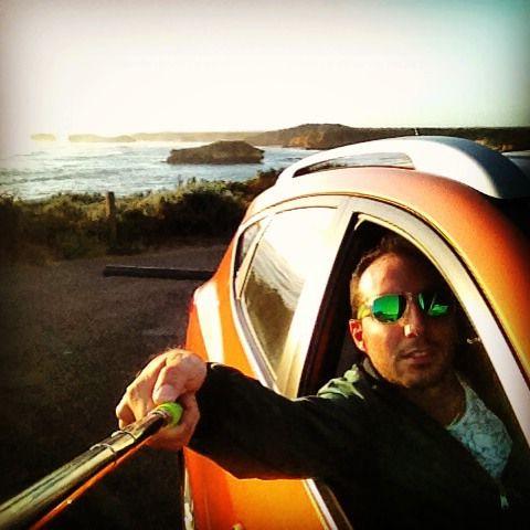 Selfiestick da sinistra #guidaasx #australia #suv #hyundai #ix35 #arancione #GOR #greatoceanroad #12apostoles #bobo #maróliberi #bastone by fabfrommi