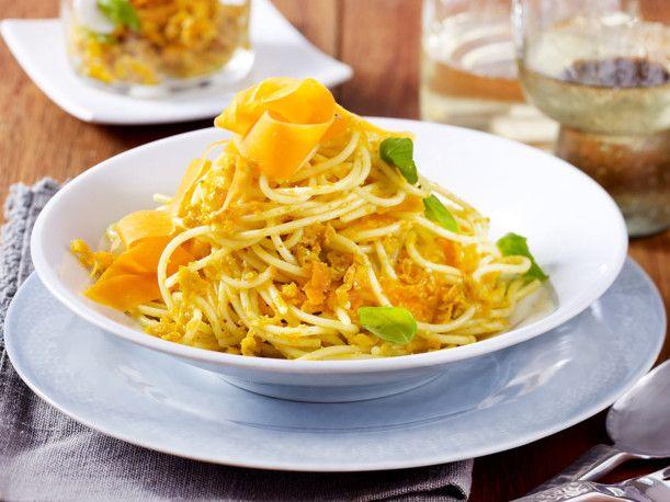 Spaghetti mit Möhren-Pesto Rezept | LECKER