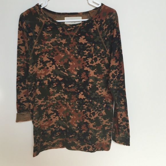 Camo top Like new thermal camo top. Perfect condition. Obey Tops Tees - Long Sleeve