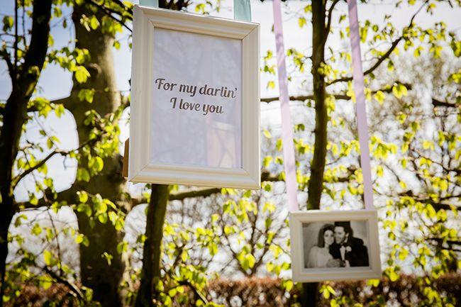 Fotolijstjes kunnen de boom in! Foto: Ricon Fotografie // Girls of honour
