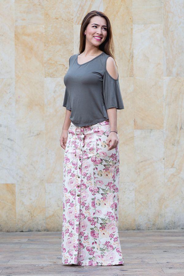 Falda en dril estampado y blusa en viscosa