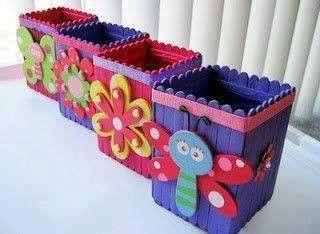 pot à crayon bâtonnet de glace on peut y ajouter une fleur ou un papillon fabriqué avec bouteille plastique récup