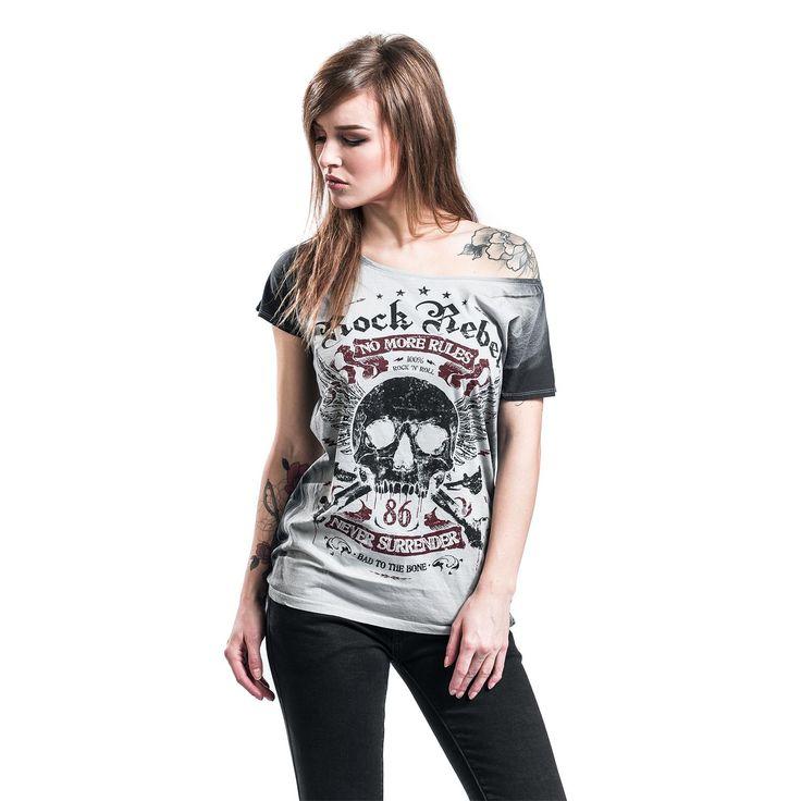 T-shirt signé Rock Rebel by EMP :  - teinture dip dye - col bateau - col bateau large permettant de porter le t-shirt avec une épaule découverte - impression sur le devant - coutures contrastées blanches