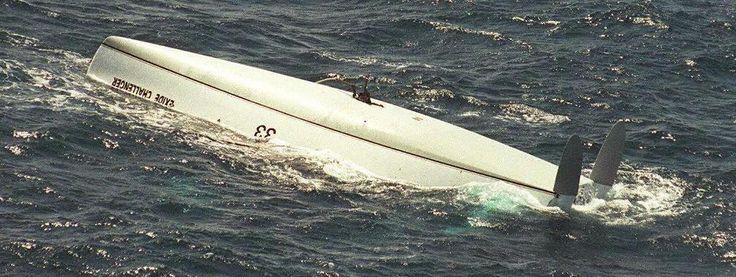 L'épave du bateau de Tony Bullimore, retrouvée à 2 600 km au large des côtes australiennes, le 7 janvier 1997. Le skipper britannique a survécu cinq jours à l'intérieur de son bateau retourné, qui sera abandonné dans l'océan Indien. | AFP