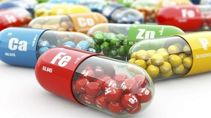 VİTAMİN VE MİNERALLER Vitamin ve mineraller insan vücudunun faaliyet gösterebilmesi için gerekli olan organik maddelerdir. Vitaminler düşünüldüğü gibi enerji vermez ancak vücudun ihtiyaçlarını karşıladığı için..