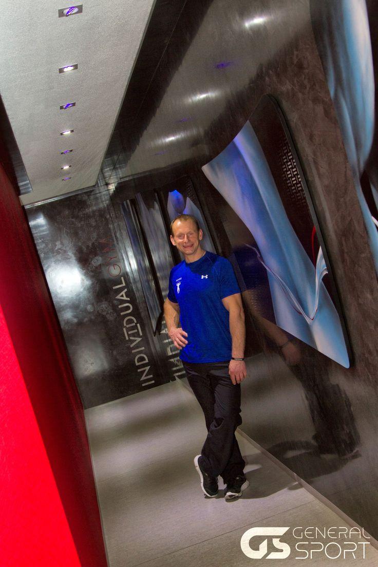 Světový rekordman ve shybech, Jan Kareš, otevírá v pořadí své druhé fitness