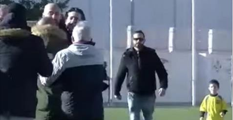 """Pelea entre padres en un partido de fútbol infantil tras llamar """"tramposo"""" a un niño de 5 años"""