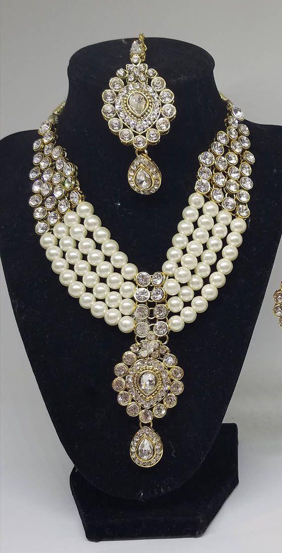 Kundan Bollywood collar de perlas y aretes con Maang Tika