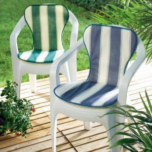 Le couvre-chaise de jardin, Ce coussin bien épais couvre l'assise et le dossier de votre chaise de jardin pour la rendre plus confortable ! Ainsi vous pouvez profiter du soleil, déjeuner ou prendre le café sur la terrasse tout en étant confortablement installée...sur www.shopwiki.fr ! #jardinage #meubles_jardin
